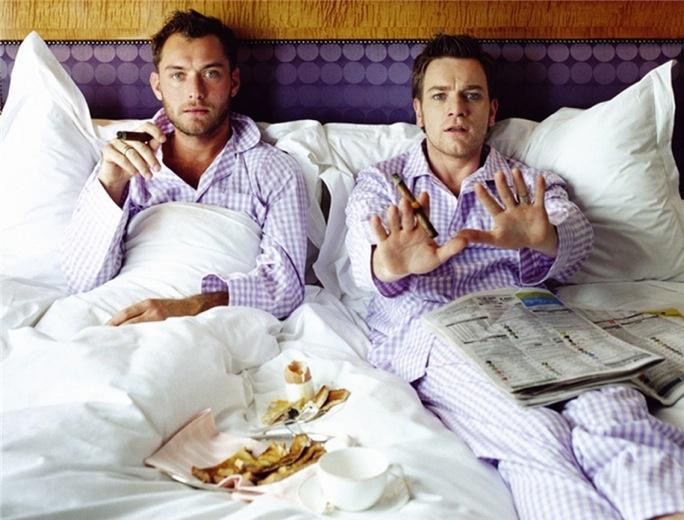 Фото мужчин геев в постели фото 592-951